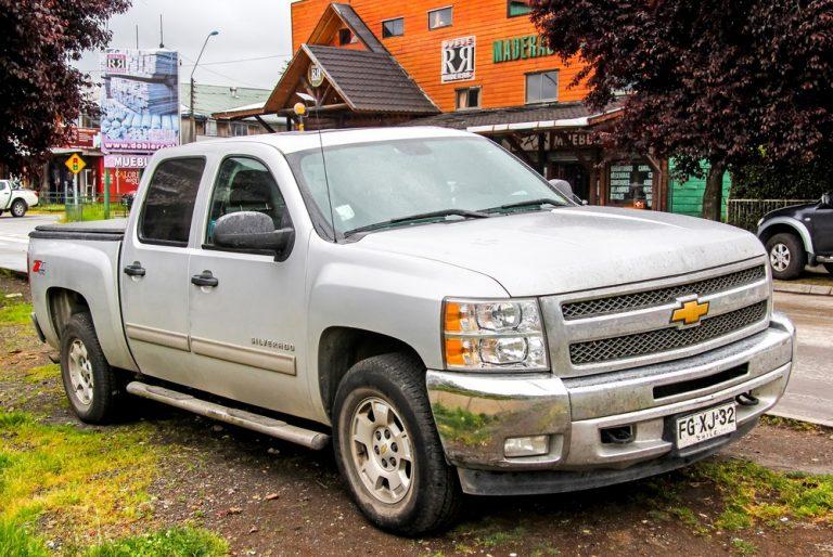 Chevy Colorado vs Silverado truck